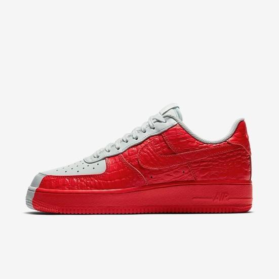 "Sneaker Release Alert – Nike Air Force 1 07 Premium Low ""Split"" (Red White) 40e5d376b"
